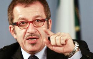 Condono, Maroni stoppa Berlusconi «Non mi piacciono i colpi di spugna»