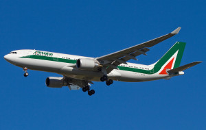 Importante novità: su tutti i voli Alitalia  si può telefonare, inviare sms, o controllare le email subito dopo l'atterraggio.