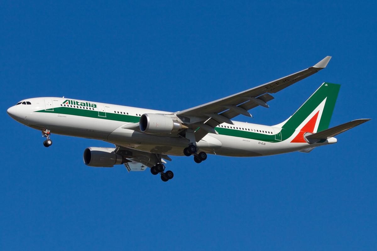 Alitalia Airbus  A330-200