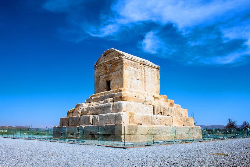 Viaggigiovani.it - The tomb of Cyrus the Great, Pasargad, Iran.jpg