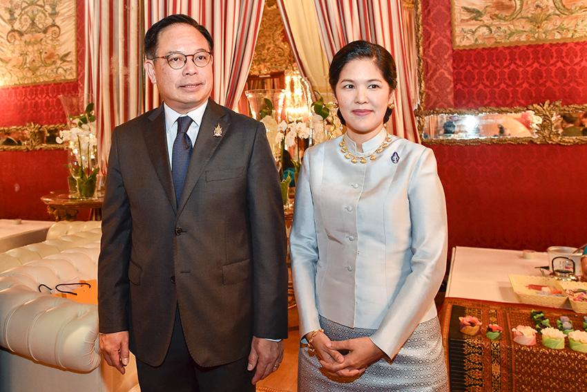 1 Ambasciatore della Thailandia Tana Weskosith e sua consorte Sig.ra Jitpachong Weskosith